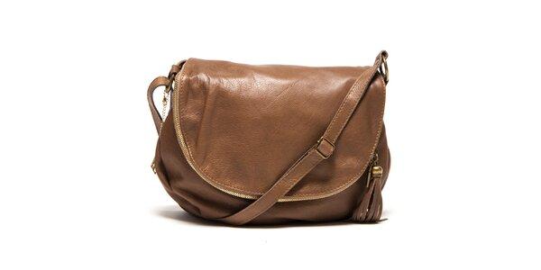 Dámska hnedá kožená kabelka s príveskom a strapcom Isabella Rhea
