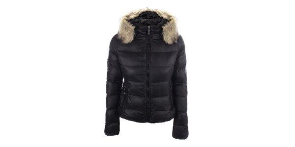 Dámska čierna prešívaná bunda s kapucňou B.style