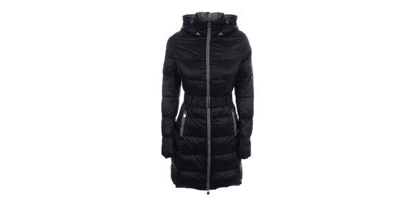 Dámsky prešívaný čierny kabát B.style