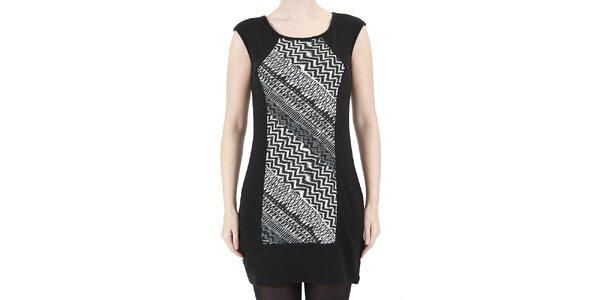 Dámske šaty s čierno-bielym geometrickým vzorom Ginger and Soul