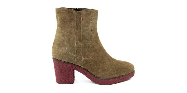 Dámske semišové topánky s kontrastnou podrážkou Paola Ferri