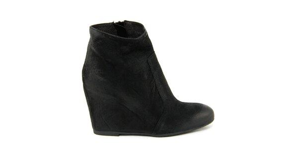 Dámske čierne kožené členkové topánky na kline Paola Ferri