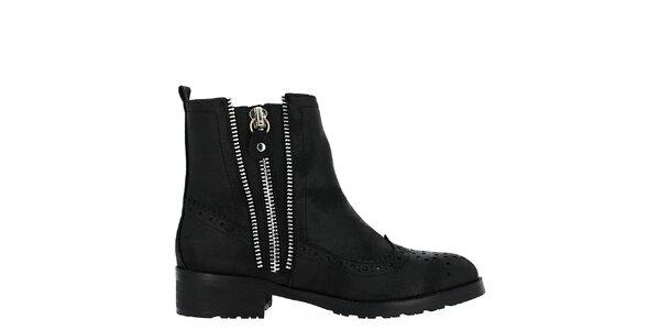 Dámske čierne topánky s ozdobnou perforáciou Shoes and the City