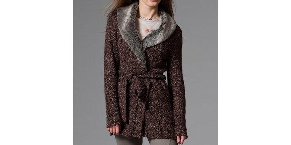 Dámsky tmavo hnedý žíhaný sveter s kožúškom Pietro Filipi