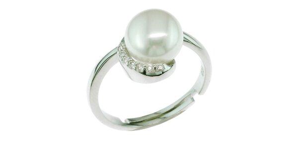 Strieborný prsteň Orchira s bielou perlou