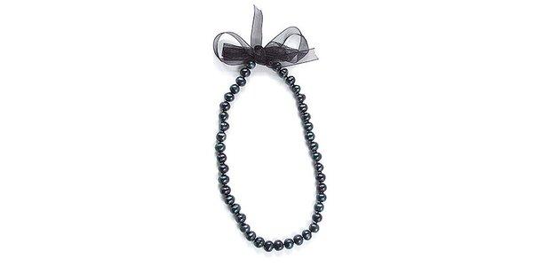 Tmavý perlový náhrdelník Orchira so stuhou