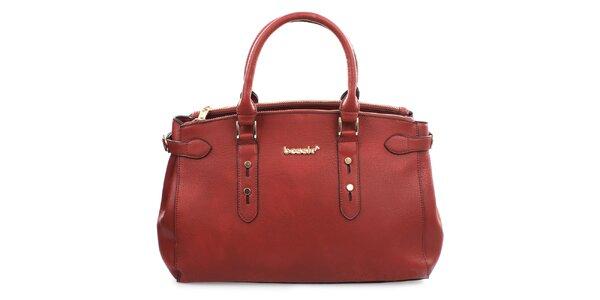 Dámska červená kabelka s kovovým nápisom Bessie