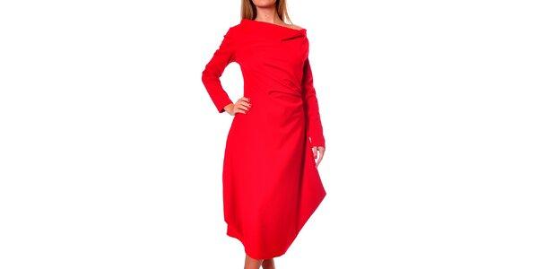 Dámske červené šaty s voľnou sukňou Avangard