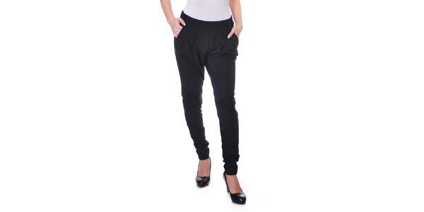 Dámske splývavé čierne nohavice Daka