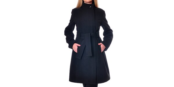 Dámsky minimalistický čierny kabát Daka