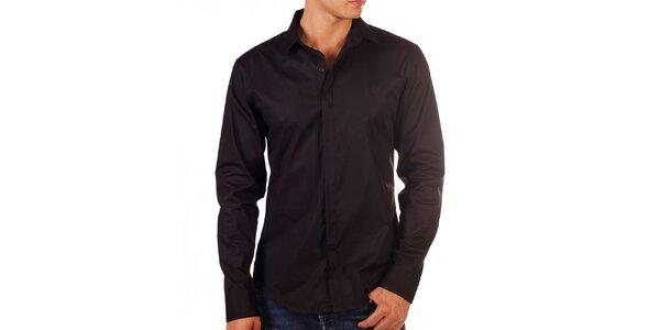 Pánska čierna košeľa s výšivkou na hrudi Bendorff