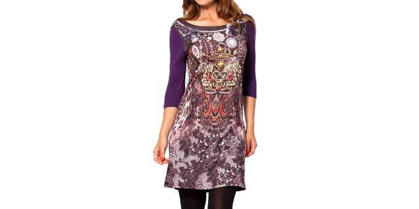 Dámske fialové šaty so vzorom na prednom diele Kool
