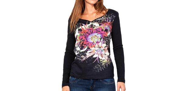 Dámske čierne tričko s farebnými kvetmi Kool