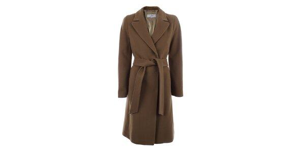 Dámsky hnedý kabát s opaskom a zapínaním na druky inAvati