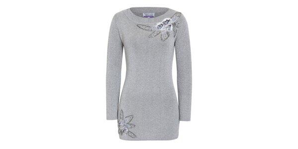 Dámsky striebornošedý sveter s dekoratívnymi kvetinami Imagini