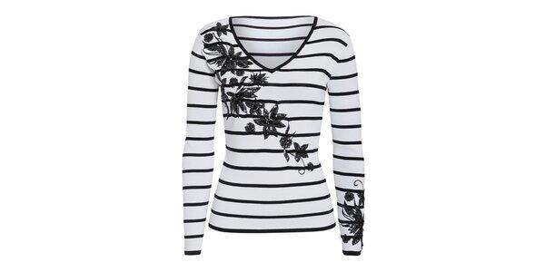 Dámsky biely sveter s čiernymi prúžkami a kvetinovou dekoráciou Imagini