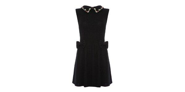 Dámske čierne šaty so zdobeným golierom Yumi