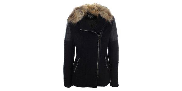 Dámsky čierny krátky kabátik s kožúškovým golierom Mila Store