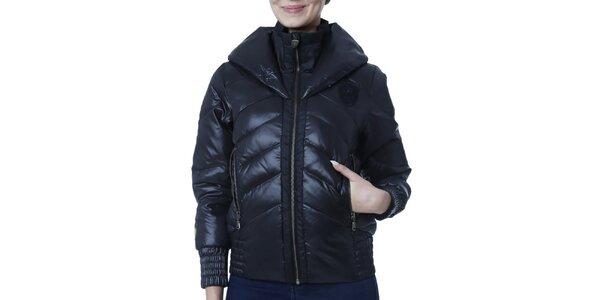 Dámska čierna bunda s kapucňou a nášivkou Puma