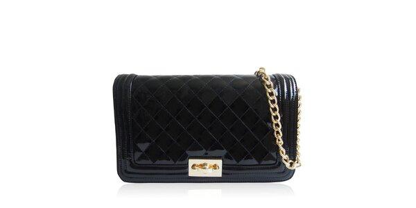 Dámska lesklá prešívaná kabelka v čiernej farbe Gessy