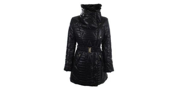 Dámsky čierny kabát s kožúškovým límcom N & P