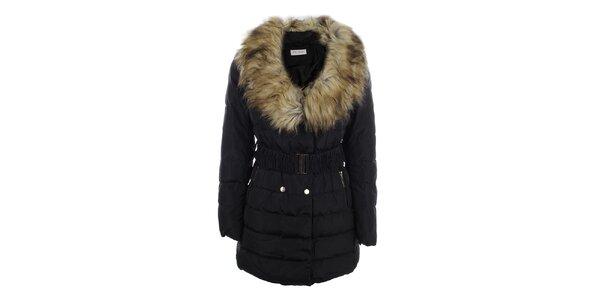 Dámsky čierny kabát s veľkým kožúškovým límcom Blue Deise