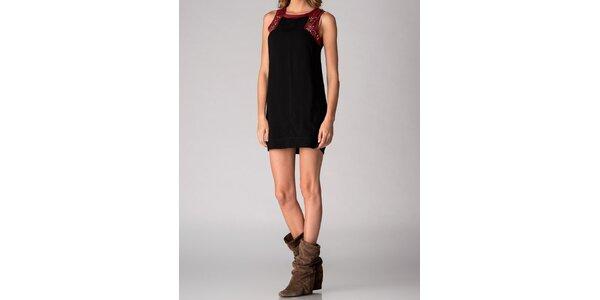 Dámske čierne šaty Soap Art s korálkovým lemom