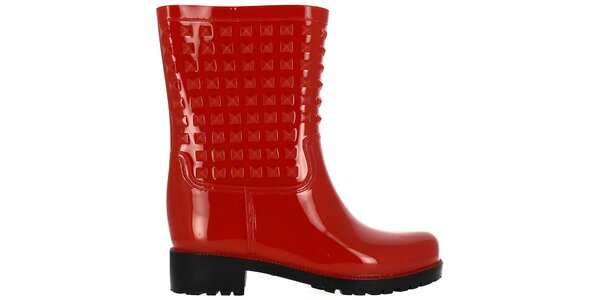 Dámske červené nízke gumáky s pyramídkami Shoes and the City