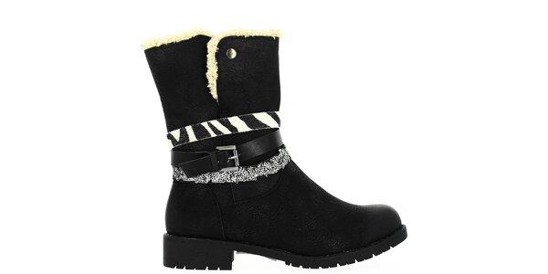 Dámske čierne topánky s kožúškom a dekoratívnymi remienkami Shoes and the City