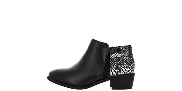 Dámske čierne topánky so vzorom za pätou Shoes and the City