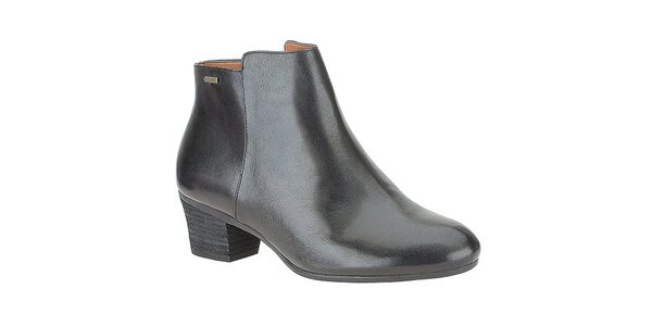 Dámske čierne lakované členkové topánky Clarks