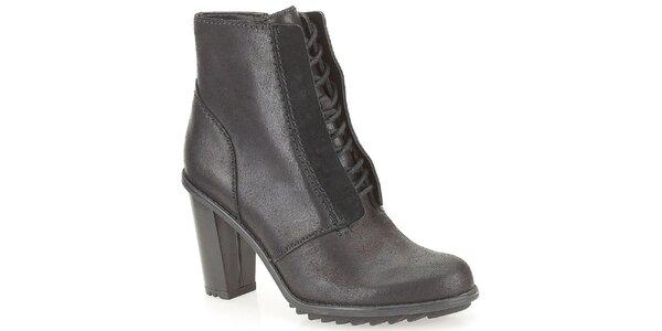 Dámske šnurovacie členkové topánky v čiernej farbe Clarks