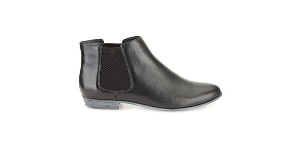 Dámske kožené čierne lesklé chelsea topánky Clarks