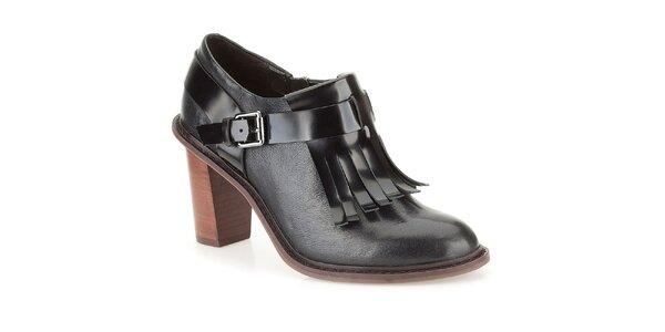 Dámske čierne kožené topánky so strapcami Clarks
