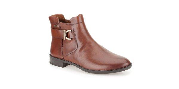 Dámske hnedé členkové topánky s remienkom za pätou Clarks