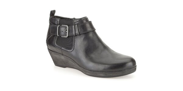 Dámske čierne členkové topánky s prackou Clarks