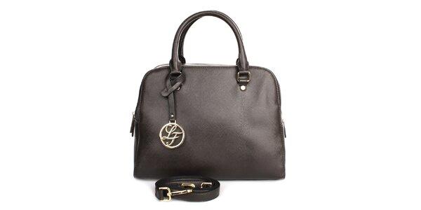 Dámska tmavo hnedá kabelka s príveskom London fashion