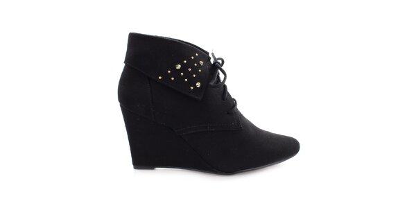 Dámske čierne topánky na kline s cvočkami Vizzano