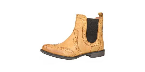 Dámske béžové kožené topánky s ozdobným perforovaním Bullboxer