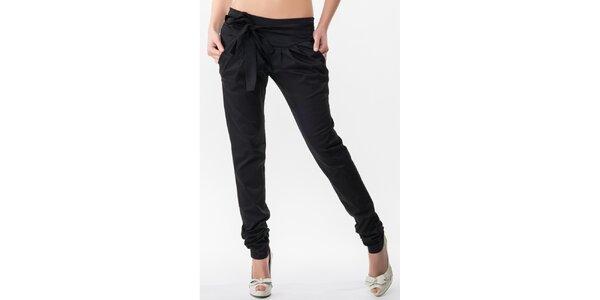 Dámske čierne nohavice s nariasenými nohavicami Sixie