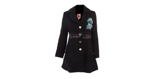 Dámsky čierny kabát s farebnými výšivkami DY Dislay Design