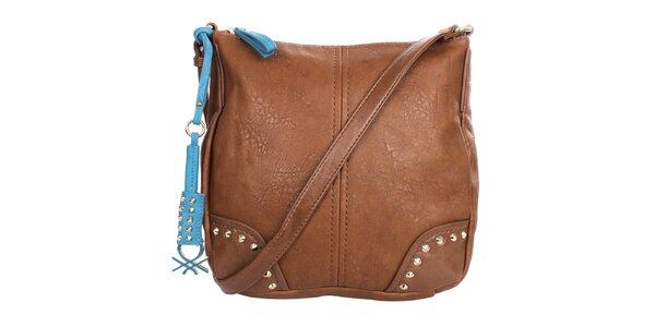 Dámska hnedá kabelka s príveskom a cvočkami United Colors of Benetton