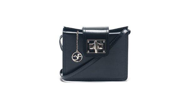Dámska čierna kabelka so strieborným zapínaním Carla Ferreri