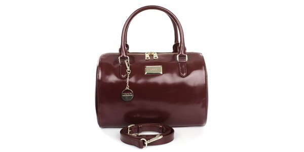 Dámska vínová kabelka s príveskom a zipsom v zlatom tóne DKNY