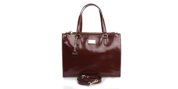 Dámska kožená kabelka s príveskom vo vínovej farbe DKNY