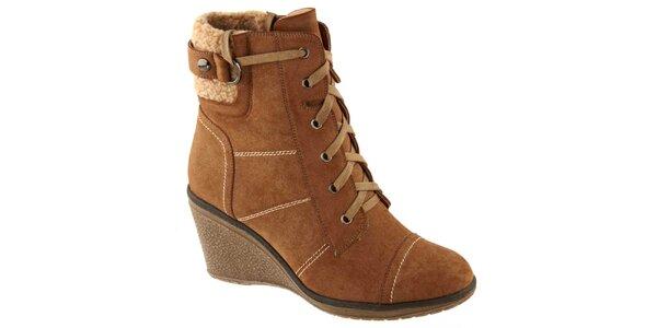 Dámske hnedé členkové topánky na opätku Betsy