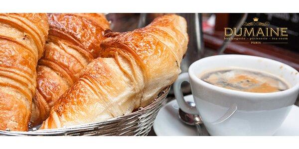 Káva s francúzskym maslovým croissantom
