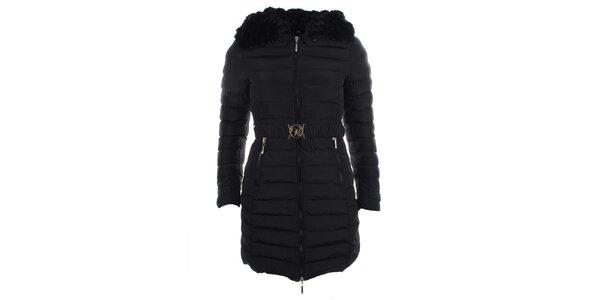 Dámsky čierny kabát s kapucňou a kožúškom B.style