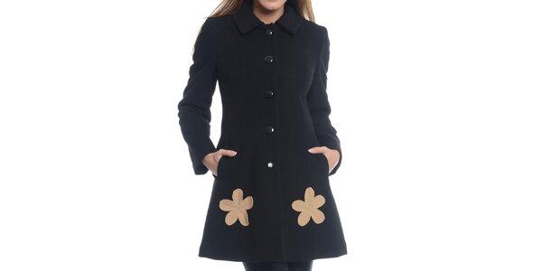 Dámsky čierny kabát s kvetinami Vera Ravenna