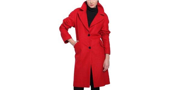Dámsky červený kabát s čiernymi gombíkmi Vera Ravenna